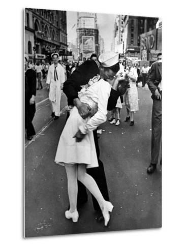 American Sailor Clutching a White-Uniformed Nurse in a Passionate Kiss in Times Square-Alfred Eisenstaedt-Metal Print