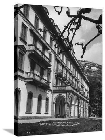 Villa D'Este, Now a Famous Hotel on Lake Como-Carl Mydans-Stretched Canvas Print