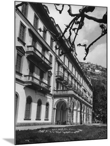 Villa D'Este, Now a Famous Hotel on Lake Como-Carl Mydans-Mounted Photographic Print