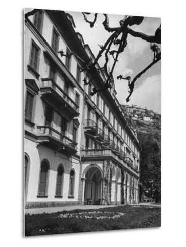 Villa D'Este, Now a Famous Hotel on Lake Como-Carl Mydans-Metal Print