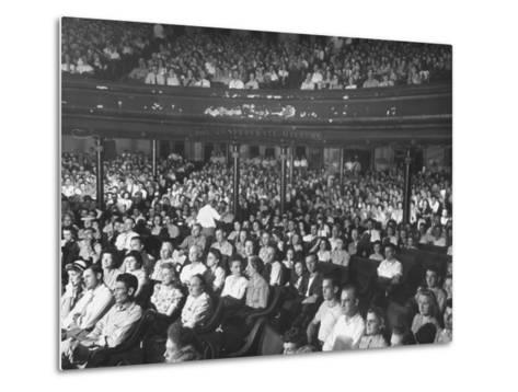 The Audience at the Grand Ole Opry-Ed Clark-Metal Print