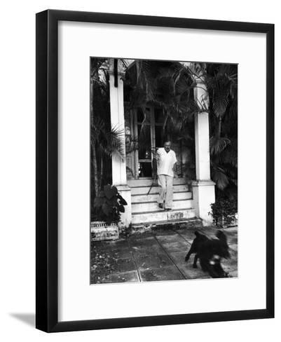 Ernest Hemingway-Alfred Eisenstaedt-Framed Art Print
