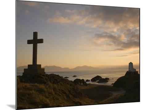 Stone Cross and Old Lighthouse, Llanddwyn Island National Nature Reserve, Anglesey, North Wales-Pearl Bucknall-Mounted Photographic Print