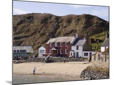 Ty Coch Inn on Beach at Porth Dinllaen Village in Bay on Lleyn Peninsula, North Wales, UK-Pearl Bucknall-Mounted Photographic Print
