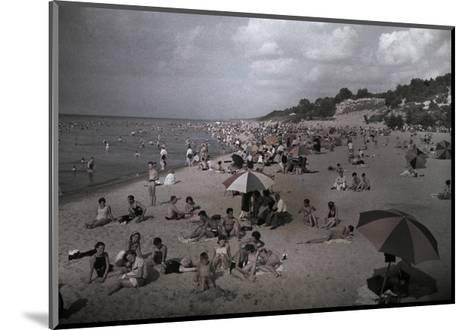 Hoards of Chicagoans Flee to Lake Michigan to Beat the City Heat-Willard Culver-Mounted Photographic Print