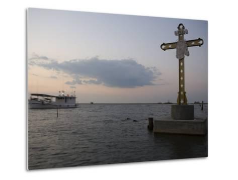 Cross Commemorating Victims of Hurricane Katrina-Tyrone Turner-Metal Print