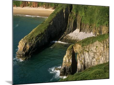 Pembrokeshire, Skrinkle Haven on the South Coast of Pembrokeshire, Wales-Paul Harris-Mounted Photographic Print