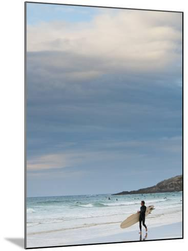 England, Cornwall, Newquay, Fistral Beach, Surfers, UK-Alan Copson-Mounted Photographic Print