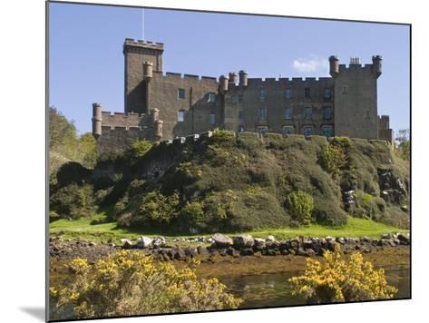 Dunvegan Castle, Skye, Inner Hebrides, Scotland, United Kingdom, Europe-Rolf Richardson-Mounted Photographic Print