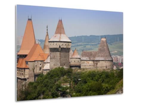 Gothic Carvin Castle, Hunedoara, Romania, Europe-Marco Cristofori-Metal Print