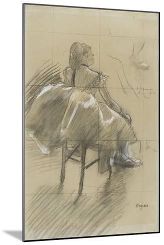 Danseuse assise, de trois quarts à droite-Edgar Degas-Mounted Giclee Print