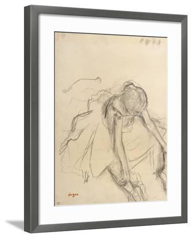 Danseuse assise, essayant ses pointes-Edgar Degas-Framed Art Print
