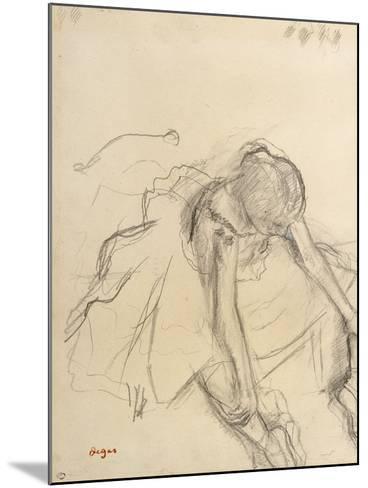 Danseuse assise, essayant ses pointes-Edgar Degas-Mounted Giclee Print