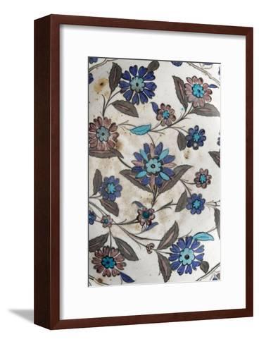 Plat à décor floral pastel--Framed Art Print