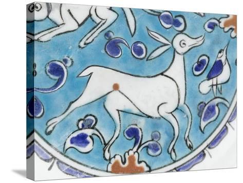 Plat à décor de lièvre, chien, antilope et petit oiseau--Stretched Canvas Print