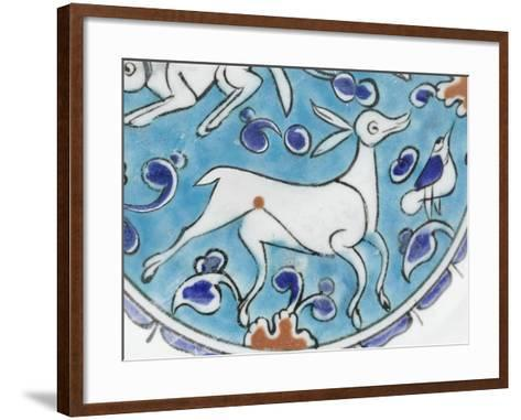 Plat à décor de lièvre, chien, antilope et petit oiseau--Framed Art Print