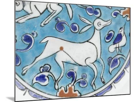 Plat à décor de lièvre, chien, antilope et petit oiseau--Mounted Giclee Print