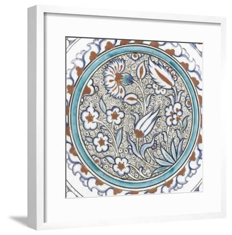 Plat à décor de fleurs et médaillon--Framed Art Print