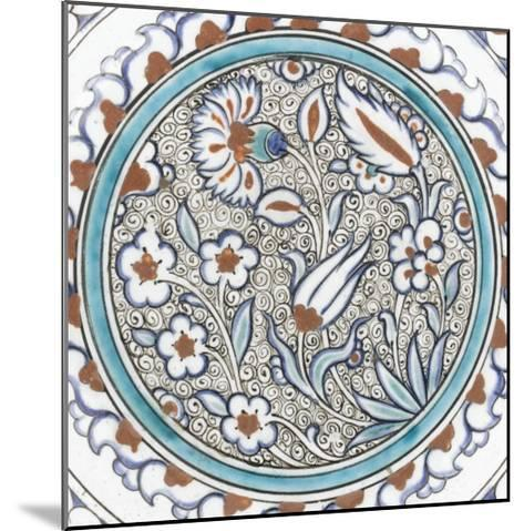 Plat à décor de fleurs et médaillon--Mounted Giclee Print