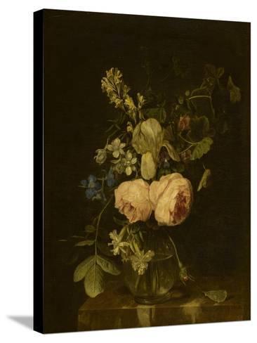 Fleurs dans un vase de verre sur une console de marbre--Stretched Canvas Print