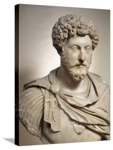 Buste cuirassé de l'empereur Marc Aurèle (empereur de 161-180 après J.C)--Stretched Canvas Print