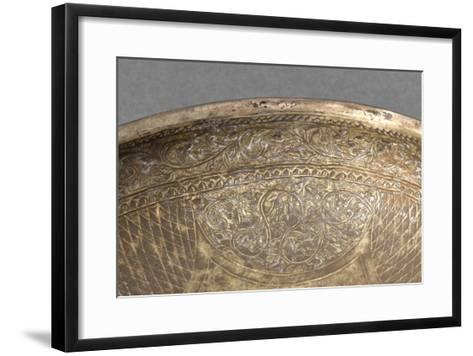 Coupe à décor floral--Framed Art Print