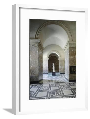 Vue intérieure : Galerie de la Vénus de Milo--Framed Art Print