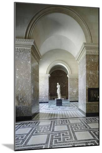 Vue intérieure : Galerie de la Vénus de Milo--Mounted Giclee Print