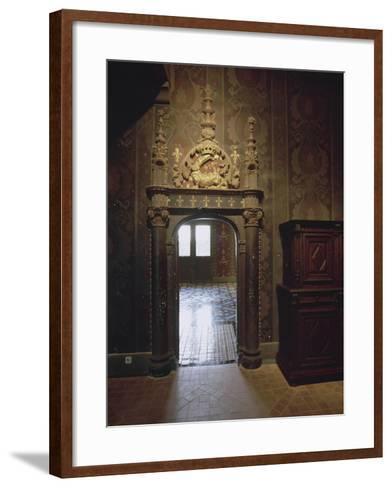 Intérieur : une vue de salle--Framed Art Print