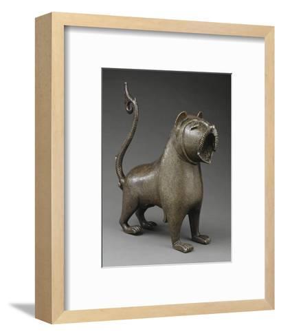Lion à queue articulée--Framed Art Print