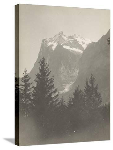 Paysage de montagne--Stretched Canvas Print