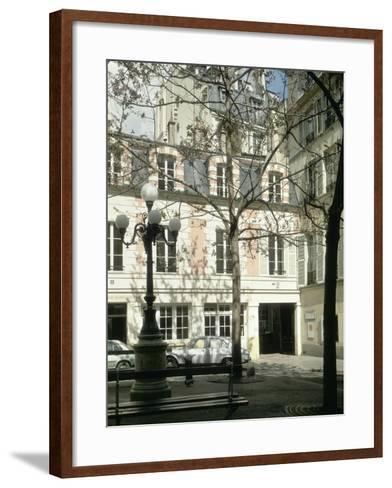 La place Fürstenberg : musée Delacroix--Framed Art Print