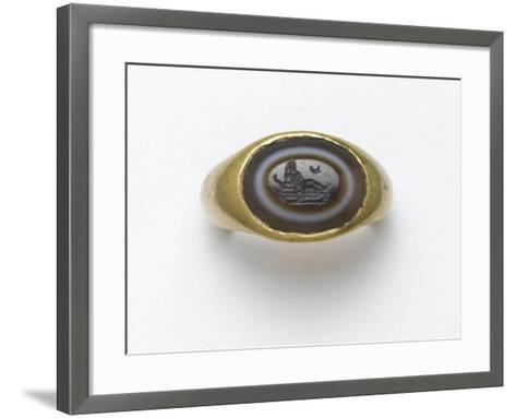 Bague à incrustation ovale en sardonyx--Framed Art Print