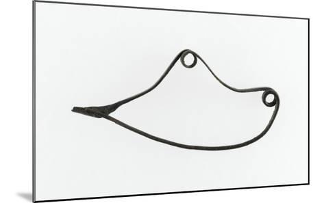 Fibule serpentiforme, arc rubané à deux boucles, sans décor--Mounted Giclee Print