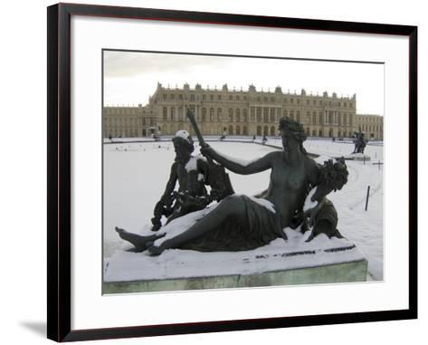 Vue du parc, parterre d'eau, bassin nord, margelle ouest : la Marne-Hongre Etienne Le-Framed Art Print