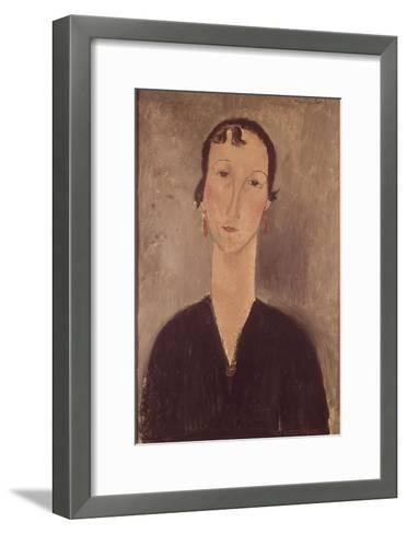 Femme aux boucles d'oreilles-Amedeo Modigliani-Framed Art Print