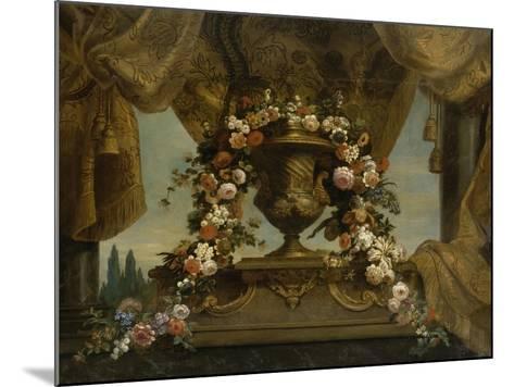 Un vase d'or couvert posé sur un socle de phorphyre, le fond est un rideau et un ciel  1702-1704-Jean Belin-Mounted Giclee Print
