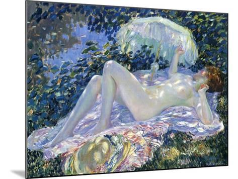 Sunbathing, C.1913-Frederick Carl Frieseke-Mounted Giclee Print