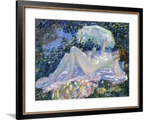 Sunbathing, C.1913-Frederick Carl Frieseke-Framed Art Print