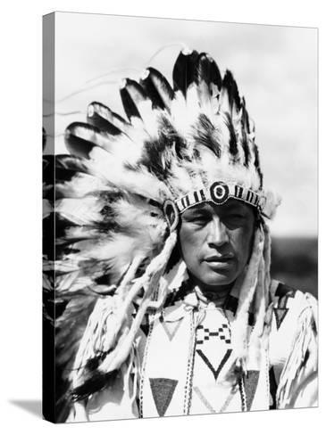 Sioux Native American Man Wearing Large Headdress-H^ Armstrong Roberts-Stretched Canvas Print
