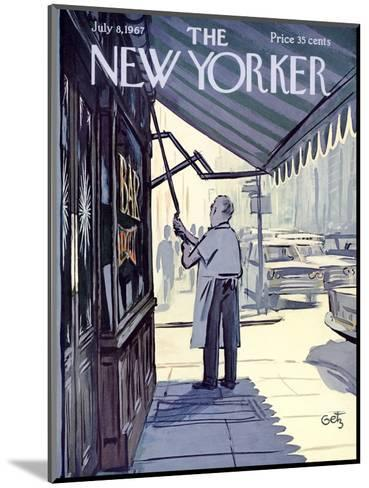 The New Yorker Cover - July 8, 1967-Arthur Getz-Mounted Premium Giclee Print