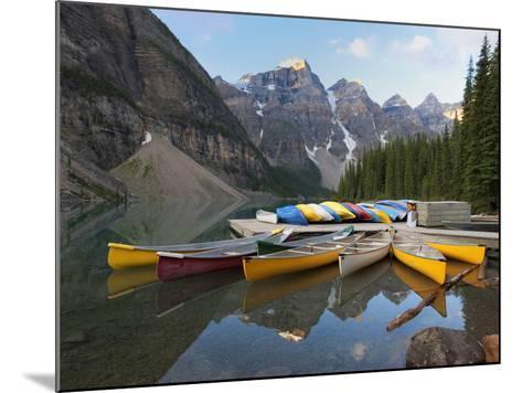 קובץ:Moraine Lake Alberta Canada canoe docks.jpg - ויקיפדיה