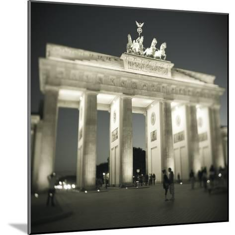 Brandenburg Gate, Pariser Platz, Berlin, Germany-Jon Arnold-Mounted Photographic Print