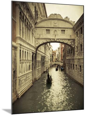 Bridge of Sighs, Doge's Palace, Venice, Italy-Jon Arnold-Mounted Photographic Print