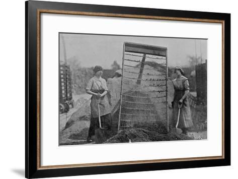 Riddling Cinders, War Office Photographs, 1916 (B/W Photo)-English Photographer-Framed Art Print