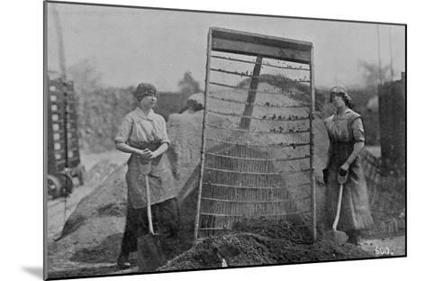 Riddling Cinders, War Office Photographs, 1916 (B/W Photo)-English Photographer-Mounted Giclee Print