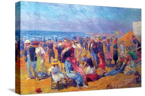 Crowd at the Beach-William Glackens-Stretched Canvas Print