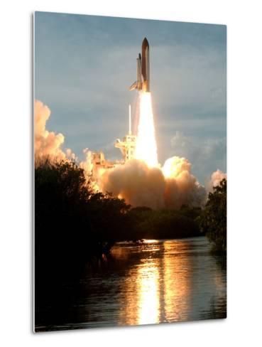 APTOPIX Space Shuttle-Paul Kizzle-Metal Print