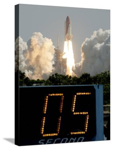 Space Shuttle Discovery-Marta Lavandier-Stretched Canvas Print