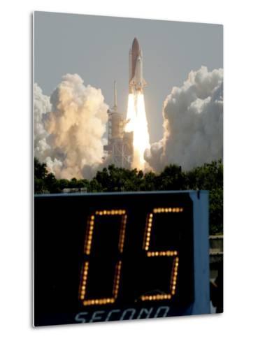 Space Shuttle Discovery-Marta Lavandier-Metal Print
